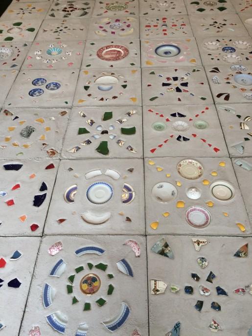 Udsnit af mosaik af Gudrun Hasle. Brandts 13.