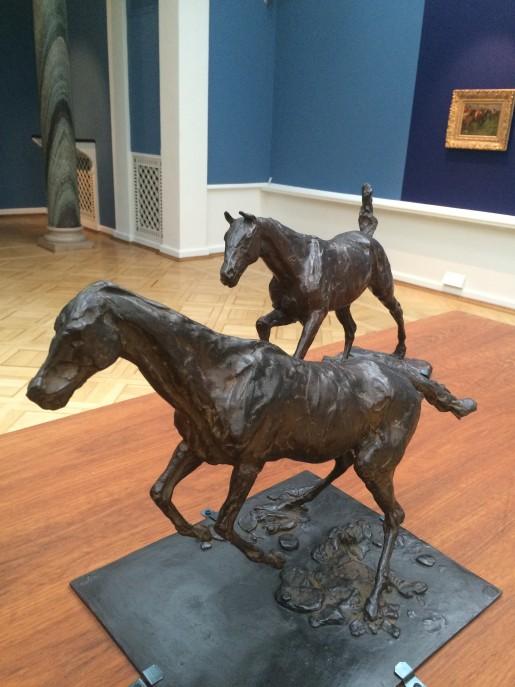 Degas: To bronzeheste og det nye væddeløbsmaleri i baggrunden. Glyptoteket.
