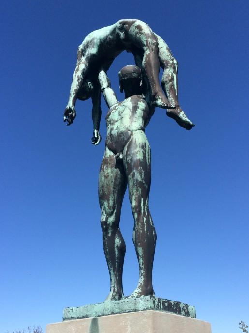 En af Tegners mange skulpturer, som er strøet rundt i Rusland.