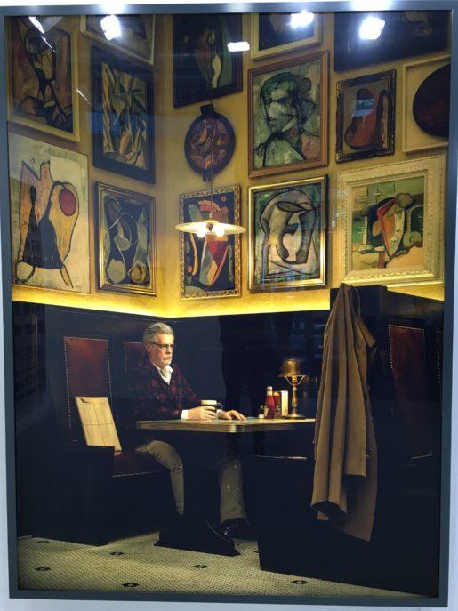 Rodney Graham: Artist in Artists' Bar, 1950's. 2016. Malet lysboks.
