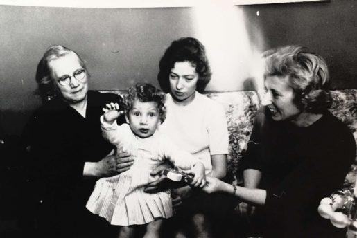 Ca 1961 - min oldemor, mig, min mor, min mormor.