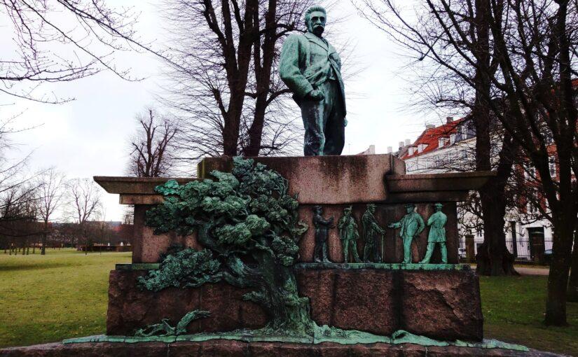Statuers betydning