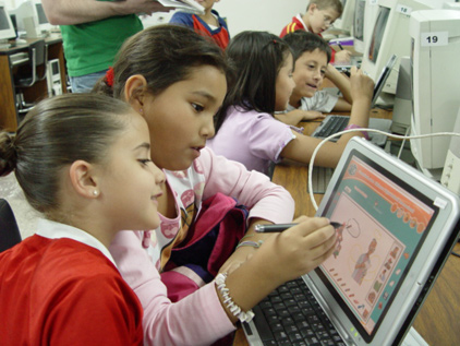 children_collaborating_computers